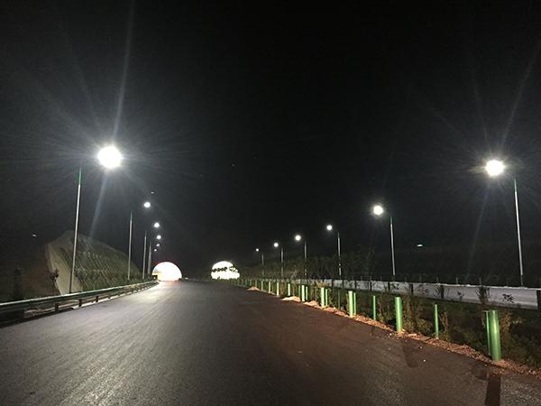 十天高速路灯